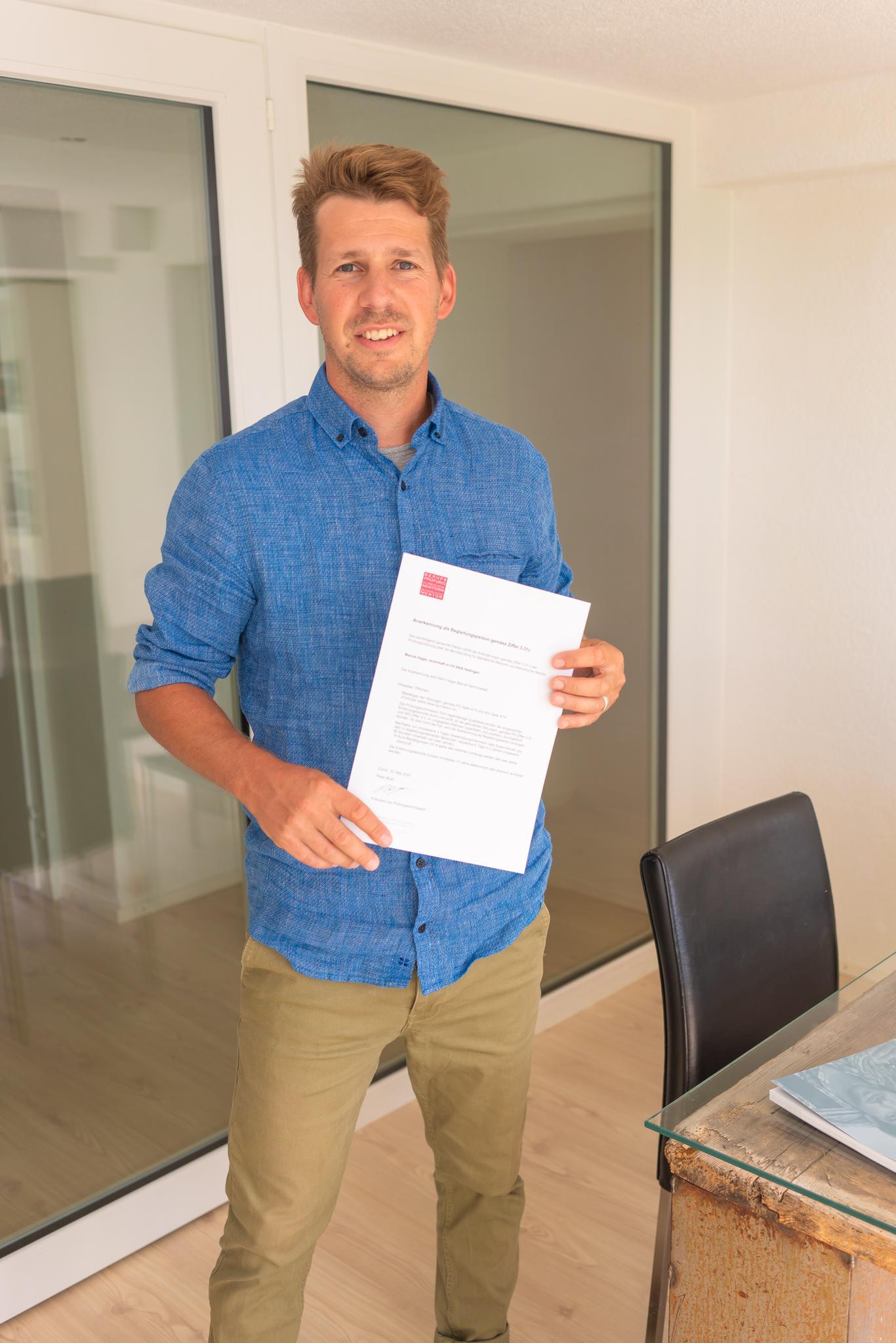 Marcel Hager ist als ausgebildete Begleitungsperson bei Coachingplus tätig